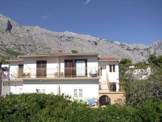 Apartment with 3 rooms in Baška Voda, with furnished terrace and WiFi