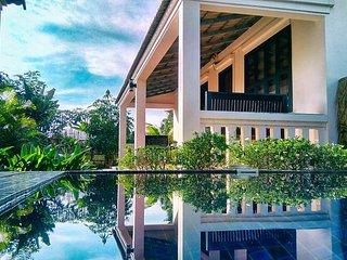 Villa privée 8 pers piscine breakfast service hotelier pickup aéroport offert