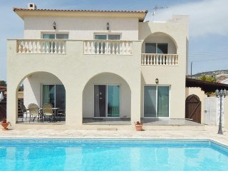 3 Bed Villa with large outside pool area