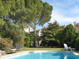 Classical flat w/ swimming pool