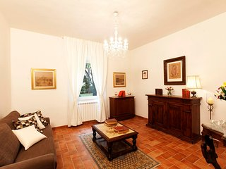 House with 2 rooms in cortona, with wonderful mountain view and enclosed garden
