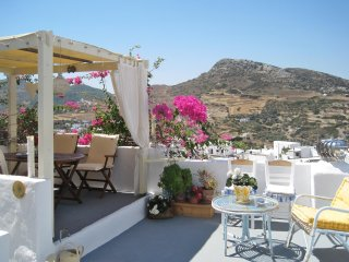 A traditional cottage with a superb view 20 minutes walk to the beach!