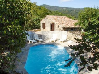 Rustic 2-bedroom country house in the Gard, with terrace and pool