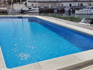 Santa Margarida canals flat w/ pool