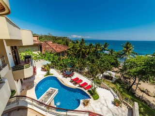 Residencia Pacifico, Sleeps 21