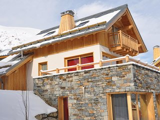 Chalet with 4 rooms in valloire, with terrace and wifi