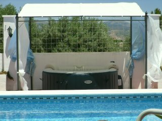 Idylic, Heaven, Mountain Views, Private pool and spa, very private.