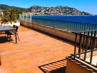 Apartamento vacacional con vistas frontales al mar en Roses, Costa Brava