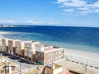 Bright apartment 10m from the beach