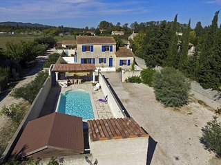 Bright villa in Maillane with pool