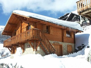 Chalet with 5 rooms in huez, with wonderful mountain view, balcony and wifi