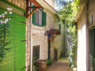 Townhouse in historical Murter with 3 bedrooms, balcony and panoramic views