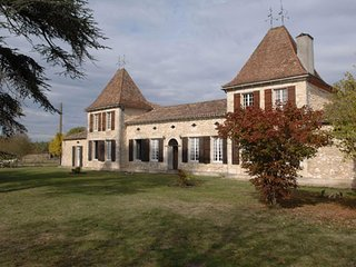 House with 7 rooms in grignols, with enclosed garden and wifi