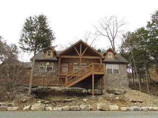 Dragan's Den - Relaxing 2 Bedroom, 2 Bath Pet-Friendly Lodge! Features a Wii!
