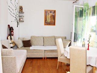 Apartment Daisy - One Bedroom Apartment with Balcony