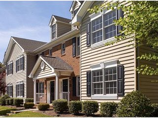 Williamsburg Plantation: 2-Bedrooms & 2 Baths, Sleeps 6, with Full Kitchen