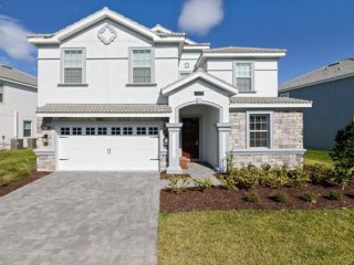 Luxurious 8BR 5bath Champions Gate home w/private pool and games from $263/nt