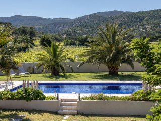 Air-conditioned, 4 bedroomed, 4 bathroomed villa, large heated pool + fab views