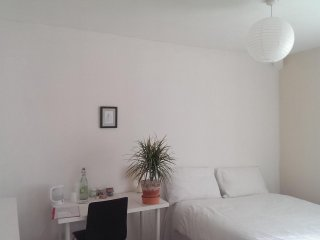 Clean and Simple Double Room In Quiet House