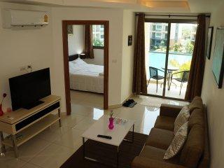 POOL VIEW Apartment in Laguna Beach Resort 2.