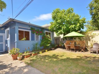Private California bungalow very close to all transport to SF