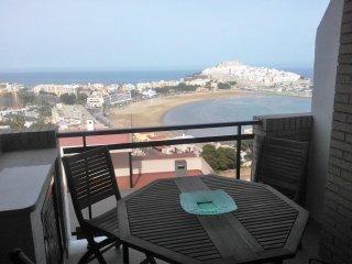 Apartamento 42, con estupendas vistas al mar, con piscina y aire acondicionado