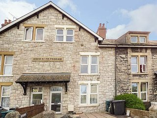 RHIW BANK TERRACE, stone-built, in Colwyn Bay, Smart TV, Ref 951157
