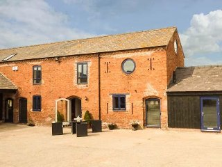 THE HAY BARN, spacious, WiFi, close to the coast, in Wrexham, Ref. 949915
