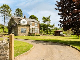 BICTON LEA, sleeps ten, king-size, en-suite, hot tub, woodburner, Clun, Ref 9498