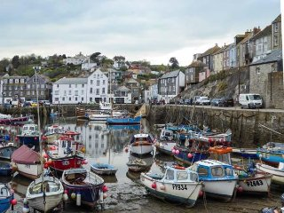 OLD CELLARS, en-suite, off road parking two cars, sleeps six, Mevagissey, Ref 94