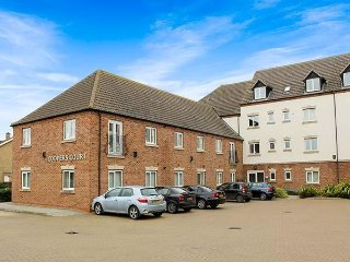100D COOPERS COURT, patio doors, en-suite double bedrooms, King's Lynn, 943970