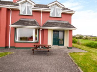 4 WATERVILLE LINKS, king-size, en-suite, open plan, parking, Waterville, Ref