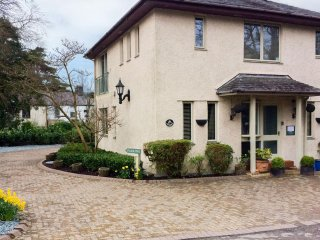 SANDOWN, detached pet-friendly house near lake and amenities in Bowness Ref 9045