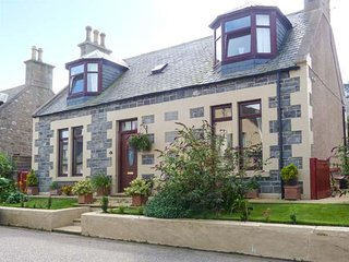 MORAY MIRTH COTTAGE, pet-friendly, enclosed garden, parking next to cottage, in