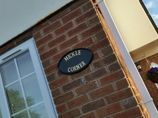 MICKLE CORNER Lovely Cottage near Zoo with garden & parking