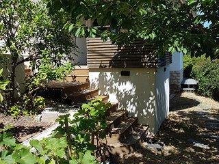 Bas de villa lumineux. Jardin Terrasse