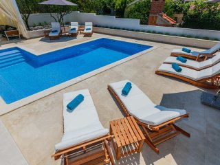 Luxury Apartment Giovanni 1 with pool