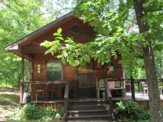 Vacation rental cabin available for July fourth holiday.Couples getaway.