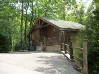 Dream Away Cabin.  Beautiful mountain area close to area attractions. Sleeps 4.