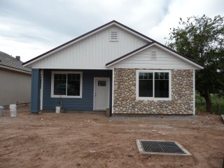 IT1 Brand new with two Master Suites! 20 minutes to Zion & 2 hours to Bryce Cyn.