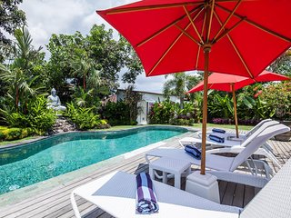 Relaxing Villa Private Pool With Wide Garden