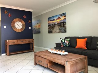 BEACH GETAWAY - 1 b/r, holiday apartment