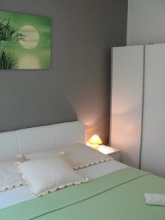 Bedroom with large double bed (180 cm wide and 200 cm long)