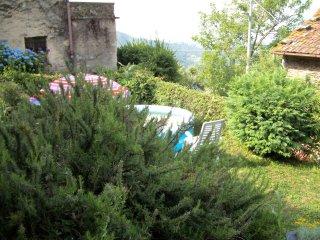 Casa di pietra in Borgo antico, su collina con vista mare, giardino, piscina
