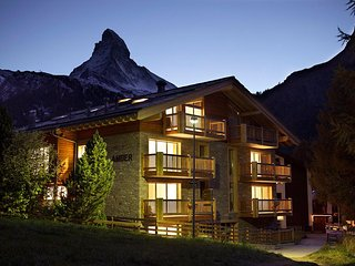 Chalet Amber - 4 Bedroom Duplex Apartment