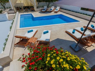 Luxury 4* Studio Apartment Giovanni with heated pool