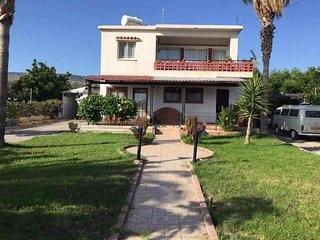 Nice house close to Coral Bay beach