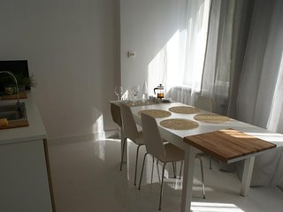 Lovely spacious flat in a green, lively, central area of Warsaw,  97m2
