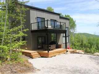 Cozy, sunny 3 bedroom chalet with spectacular view