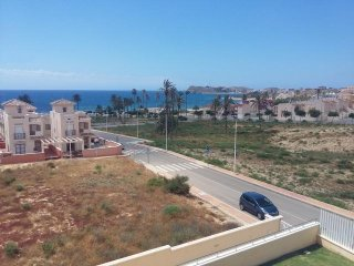 Beachside Family Apartment with Air Con, Wi-Fi, Pool & Seaviews